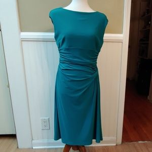BOAT NECK SHEATH DRESS - GREEN